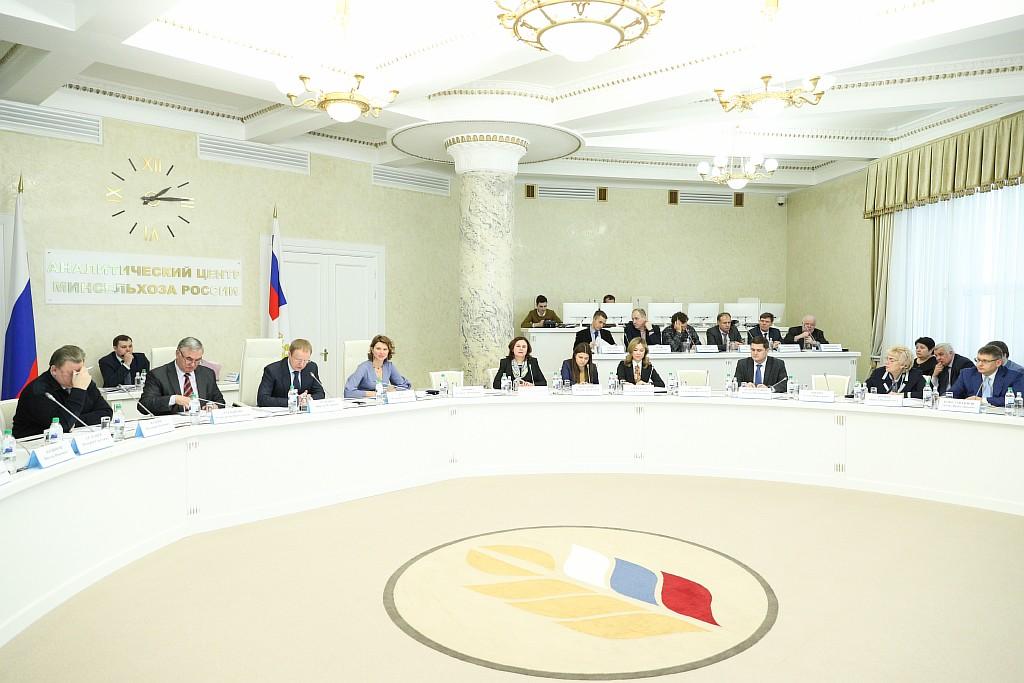В Минсельхозе обсудили развитие селекционно-семеноводческой деятельности в России